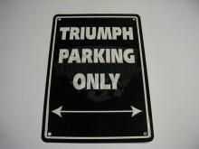 Parkovací cedule Triumph parking only